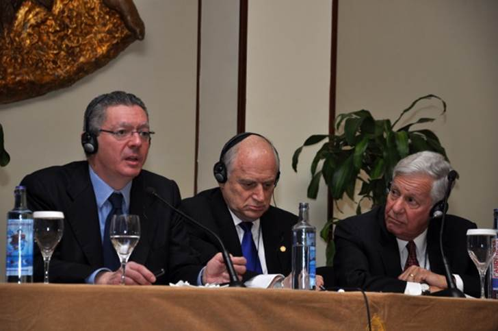 Left to right, Spanish Minister of Justice, Alberto Ruiz Gallardon,  Malcolm Hoenlein, executive vice chairman, Conference of Presidents of Major American Jewish Organizations, Robert Sugarman, Chairman, Conference of Presidents of Major American Jewish Organizations.